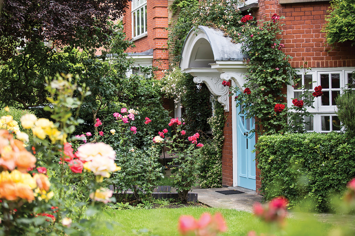 Sigmund Freud's house. Entrance door & the garden | museum photography | © Freud Museum London