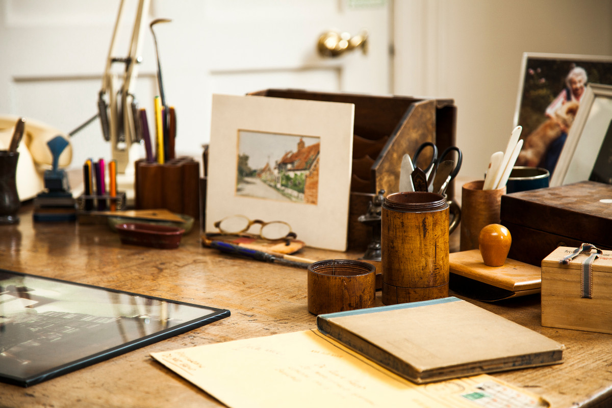 Anna Freud's desk | museum photography | © Freud Museum London